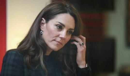 c04a865251 Η Κέιτ Μίντλετον απέτισε φόρο τιμής στην Νταϊάνα φορώντας τα υπέροχα  ζαφειρένια σκουλαρίκια της ...