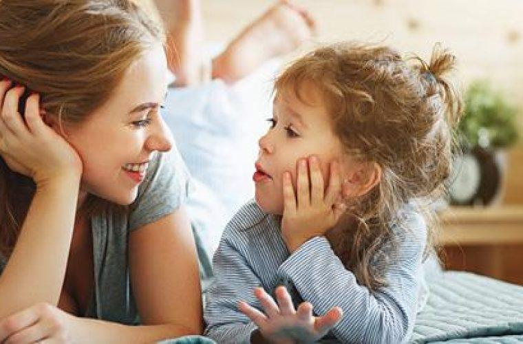 Οι «μαγικές» ερωτήσεις που θα κάνουν το παιδί να ανοιχτεί και να σας μιλήσει για όλα