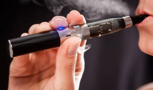 """""""Καμπανάκι"""" για το ηλεκτρονικό τσιγάρο: Προκαλεί εγκεφαλικό και έμφραγμα"""