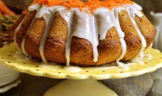 Κέικ χωρίς ζάχαρη με μπανάνα, καρότο και μέλι: Το γλυκό που έχει γίνει μαζική μανία