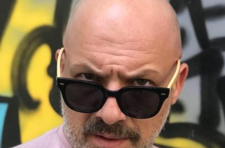 Το μεγάλο φάουλ του Νίκου Μουτσινά και η πληρωμένη απάντηση από μια καρκινοπαθή