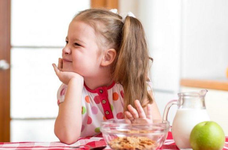 Μπαμπάς βρήκε το μυστικό για να τρώνε τα παιδιά του και έγινε viral!