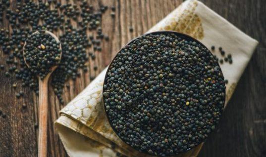 3 μαύρες τροφές που κάνουν απίστευτο καλό στην υγεία