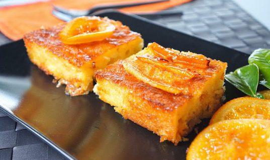 Αν αγαπάτε τη γεύση του πορτοκαλιού δοκιμάστε αυτή την σιροπιαστή πορτοκαλόπιτα