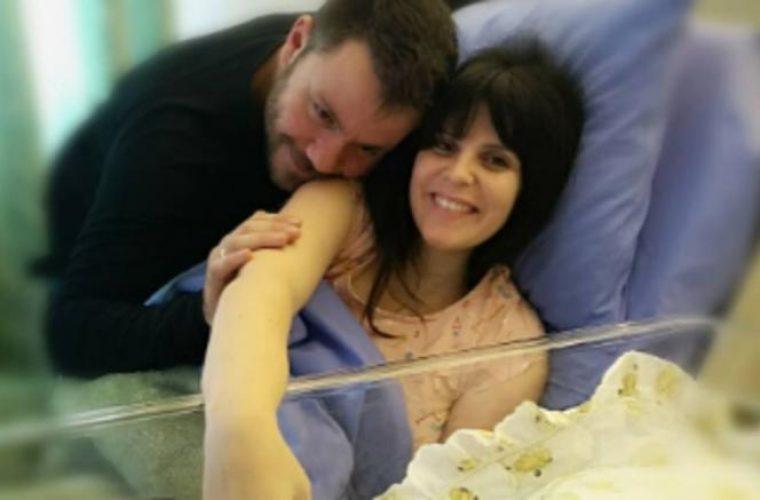 Ο Ευτύχης Μπλέτσας έγινε μπαμπάς- Η πρώτη φωτογραφία του μωρού
