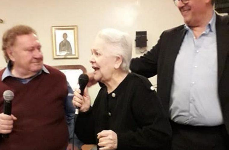 Η Μαίρη Λίντα τραγούδησε στην πασχαλινή γιορτή του Γηροκομείου Αθηνών και έκανε τους πάντες να δακρύσουν! (vid)