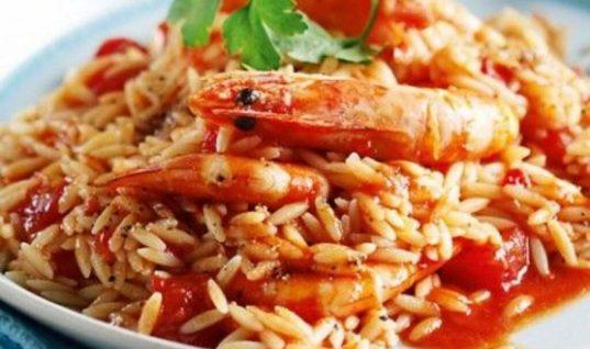 Kριθαρότο με γαρίδες: Η εύκολη, γρήγορη και light συνταγή της Ελένης Πετρουλάκη!