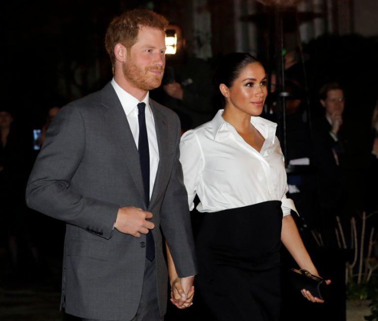 «Δείξτε το μωρό»: Γιατί οι Βρετανοί είναι έξαλλοι με τον πρίγκιπα Χάρι και την Μέγκαν Μαρκλ