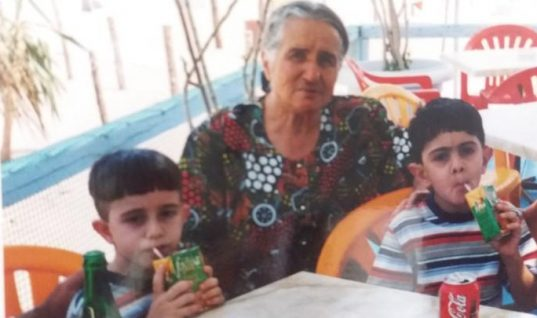 Ρόδος: Γέννησε στα 60 της δίδυμα και σήμερα στα 83 της χαίρεται τη ζωή μαζί τους (εικόνες)