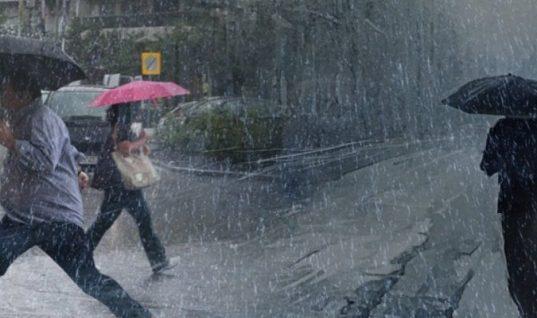 """Χαμός στον Βόλο: """"Πνίγεται από την καταρρακτώδη βροχή- Προβλήματα σε ηλεκτροδότηση"""