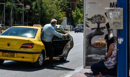 Τέλος το τσιγάρο και πίσω από το τιμόνι: Τι ισχύει για οδηγούς, συνοδηγούς -Τσουχτερά πρόστιμα και αφαίρεση διπλώματος