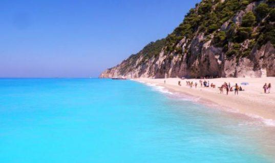 Στην Ελλάδα η παραλία με τα πιο γαλάζια νερά στον κόσμο (εικόνες)