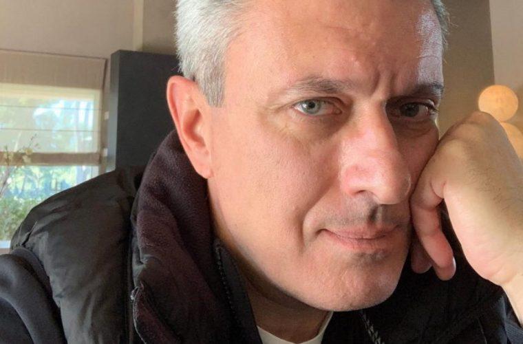 Νίκος Χατζηνικολάου: Φωτογραφίζει τους τρεις γιους του στις καλοκαιρινές διακοπές τους!