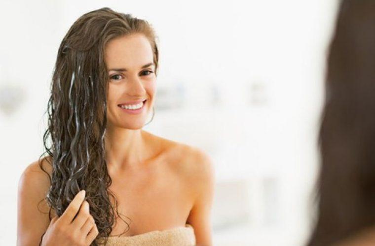 Μάσκα μαλλιών: 4 σπιτικές συνταγές για λαμπερά μαλλιά ανάλογα με τις ανάγκες σας