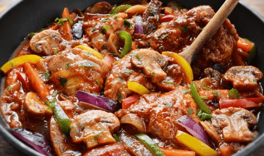 Θα το λατρέψουν όλοι: Κοτόπουλο με μπύρα και πολύχρωμες πιπεριές