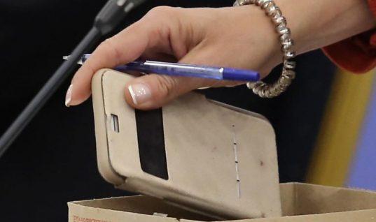 Θρήνος για 14χρονη – Εξερράγη το κινητό της την ώρα που κοιμόταν και την σκότωσε!
