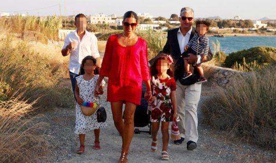 Σταματίνα Τσιμτσιλή: Βάφτισε κρυφά τον γιο της στη Μυτιλήνη με 20 άτομα