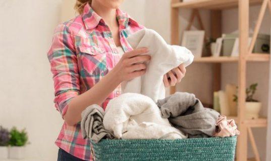 Ο πιο εύκολος τρόπος να βγάλεις τους λεκέδες λαδιού από τα ρούχα