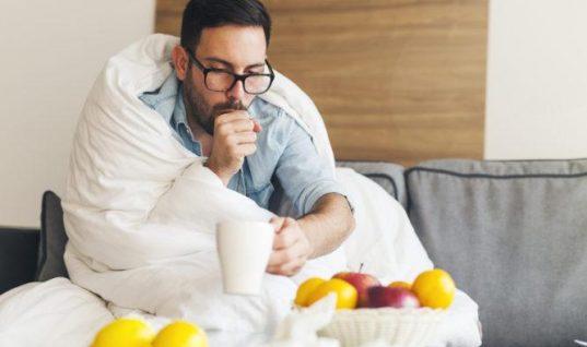 Πώς να σταματήσετε το κρυολόγημα όταν νιώσετε να ξεκινά
