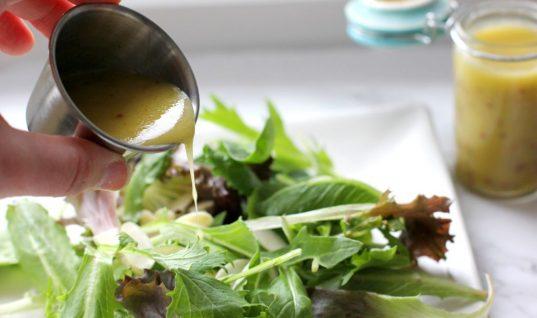Η πιο απλή βινεγκρέτ για σαλάτες