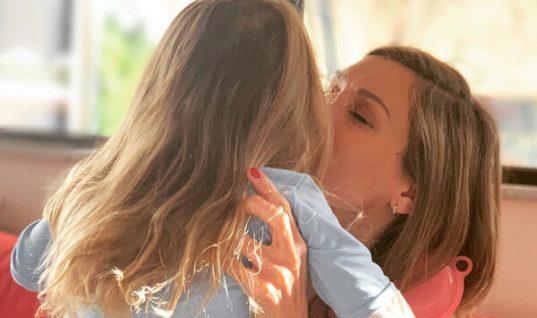 Ζέτα Δούκα: Η σπάνια φώτο με τον σύντροφό της και την κόρη τους και το συγκινητικό μήνυμα (εικόνες)