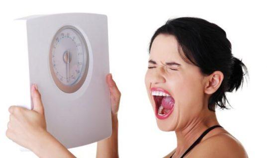 Τρεις λόγοι που παίρνετε κιλά χωρίς να… τρώτε!