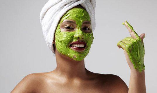 Η σούπερ μάσκα ομορφιάς που φτιάχνετε μόνες σας
