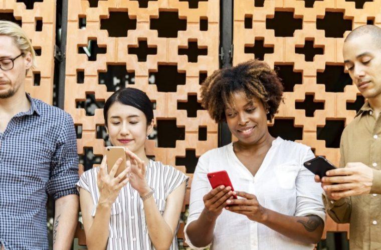 Ποιες είναι οι καλύτερες ώρες για να κάνεις post σε Facebook και Instagram