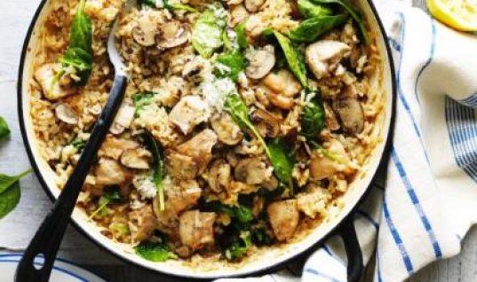 Ριζότο στο φούρνο με κοτόπουλο και μανιτάρια