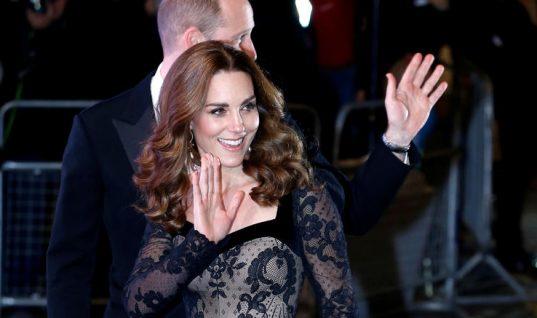 Με τη λάμψη της βασίλισσας: Η Κέιτ με υπέροχο μαύρο δαντελένιο φόρεμα! (εικόνες)