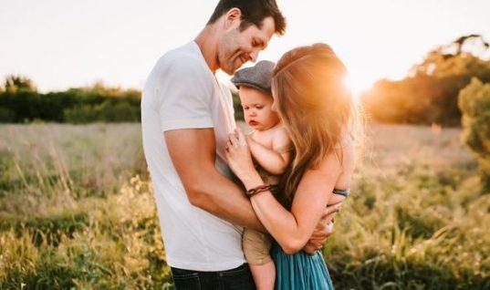 Αυτά τα ζευγάρια ζωδίων γίνονται οι καλύτεροι γονείς