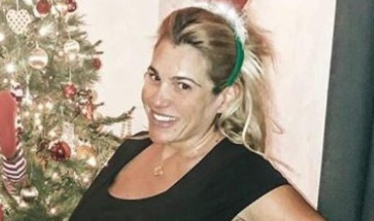 Τζένη Μπότση: Με φουσκωμένη κοιλιά στο σπίτι της λίγο πριν γεννήσει