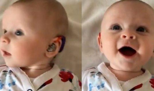 Η στιγμή που βρέφος με σοβαρή κώφωση ακούει τη φωνή της μητέρας του (vid)