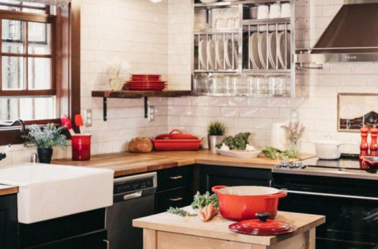 Τα 3 αντικείμενα που πρέπει να έχεις κάτω από τον νεροχύτη της κουζίνας -Θα σου λύσουν τα χέρια