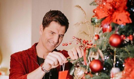 Θα λιώσετε: Η οικογένεια Ρουβά εύχεται καλά Χριστούγεννα! (εικόνα)