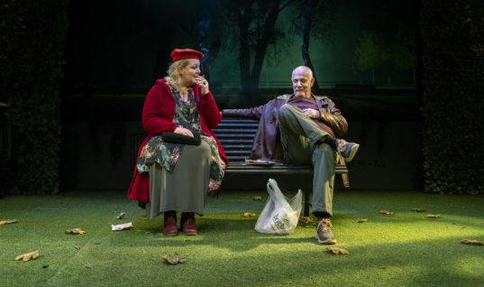 Μπάχαλο στην παράσταση του Γιώργου Κιμούλη – Στα όριά τους οι θεατές (εικόνα)