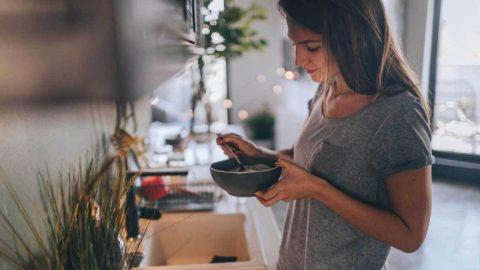 Τo πρωινό που κάνει θαύματα στο έντερο, σύμφωνα με γαστρεντερολόγο