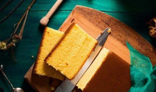 Castella: Το αφράτο και πανεύκολο ιαπωνικό κέικ με ελάχιστα υλικά!