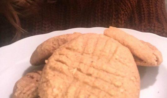 Η συνταγή της Ελεονώρας Μελέτη για υγιεινά μπισκότα με 4 υλικά και μόλις 6 λεπτά προετοιμασία