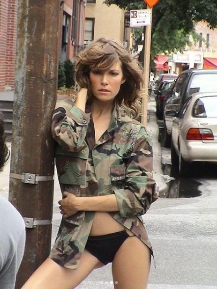 Βίκυ Καγιά: Όταν φωτογραφιζόταν στους δρόμους της Νέας Υόρκης με καστανά μαλλιά! (εικόνες)