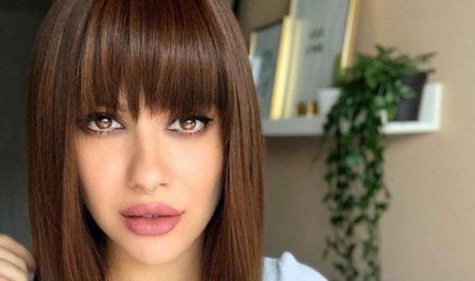 Η κυρία τη φωτογραφίας είναι πολύ γνωστή ξανθιά Ελληνίδα και φοράει περούκα! Την αναγνωρίζεις; (εικόνα)