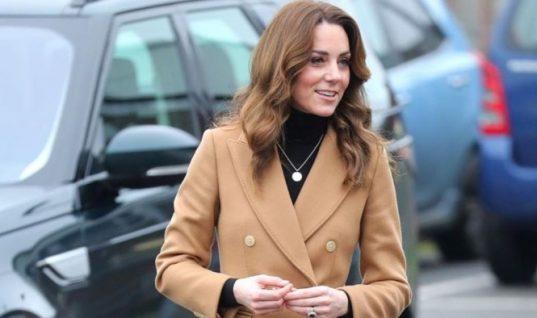 Γιατί κάθε γυναίκα πρέπει να έχει στην ντουλάπα της ένα camel παλτό! (εικόνες)