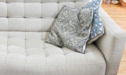 «Έκατσε» ο καναπές; Έτσι θα τον κάνετε σαν καινούργιο