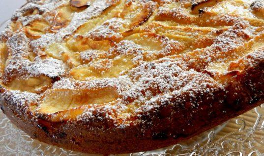 Το ελαφρύ γλυκό που θα λατρέψεις: Κλαφουτί με μήλα και κανέλα χωρίς ζύμη
