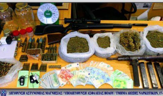 Πρώην παίκτρια ριάλιτι συνελήφθη για όπλα και ναρκωτικά στον Βόλο (εικόνες)