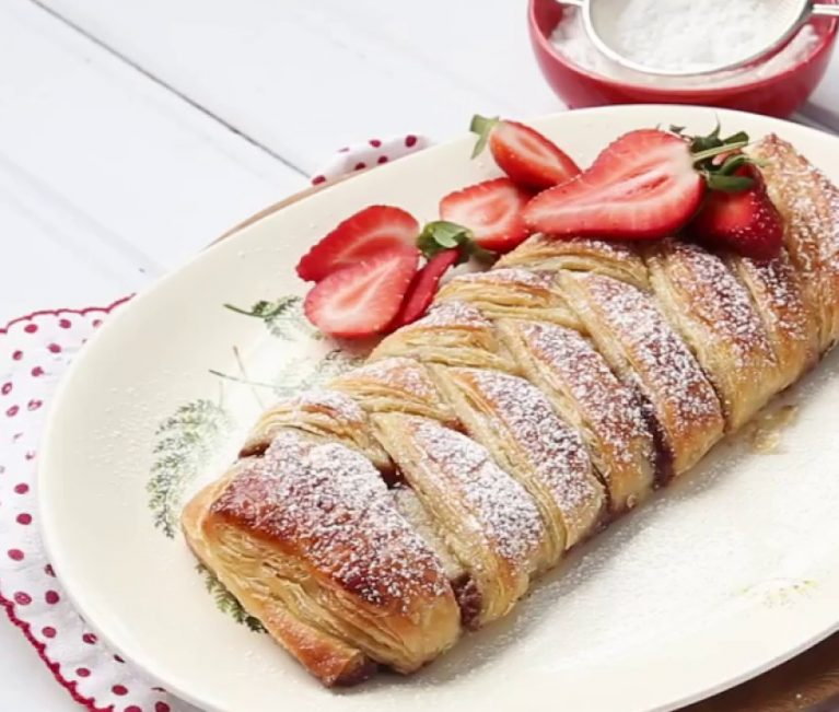To πιο εύκολο και γρήγορο γλυκό: Δανέζικο με πραλίνα και φράουλα!