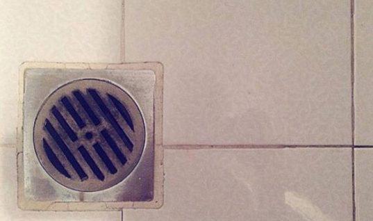 Το κόλπο για να μην μυρίζει το σιφόνι του μπάνιου σας