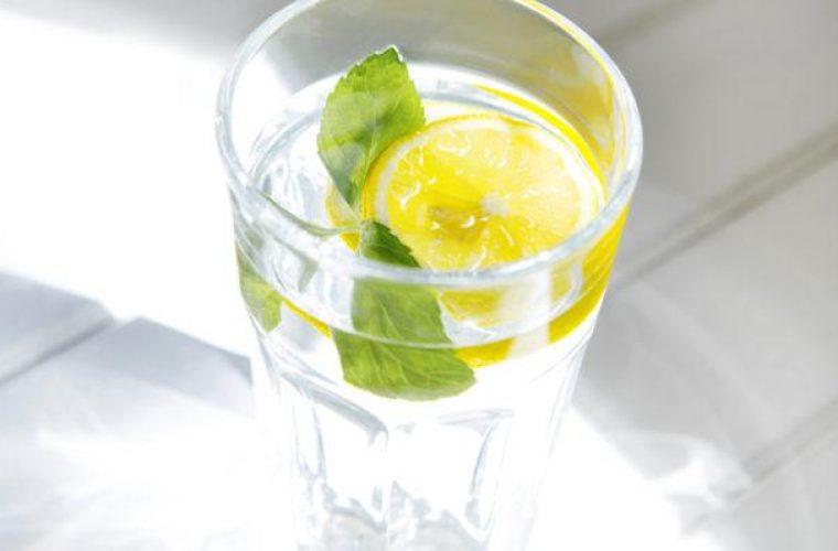 Νερό με λεμόνι: Ενισχύστε το ανοσοποιητικό σας σύστημα εύκολα και γρήγορα
