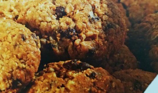 Απλή, οικονομική και υγιεινή συνταγή για μπισκότα από την αδερφή της Άννας-Μαρίας Παπαχαραλάμπους που είναι ζαχαροπλάστης
