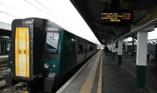 Και ο μήνας έχει εννιά στην Αγγλία: Απίστευτες εικόνες από το μετρό του Λονδίνου (φωτό)